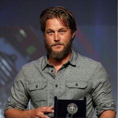 Travis Vikings, Vikings Travis Fimmel, Vikings Ragnar, Ragnar Lothbrok, Hello Gorgeous, Beautiful Men, Victoria, Viking Art, Michael Scott