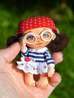 Boneca de pano com molde - Como Fazer Crochet Toys Patterns, Stuffed Toys Patterns, Doll Patterns, Tiny Dolls, New Dolls, Crochet Monsters, Crochet Dragon, Cool Art Projects, Homemade Toys