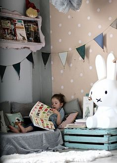 kids room by Paul+Paula - Children's room with the reading corner and spotty wallpaper Kids Corner, Cosy Corner, Cozy Nook, Deco Kids, Little Girl Rooms, Kid Spaces, Small Spaces, Kids Decor, Boy Room