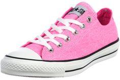 Mit diesen Converse All Star OX Schuhen komplett in Pink und mit leichter Vintage-Optik kannst du den Neon-Trend dieses Jahr etwas gediegener angehen!Wie immer erwarten dich hier die typischen Chucks-Merkmale wie die charakteristische Gummispitze und Metallösen sowie das All Star-Label auf der Zunge.Obermaterial: TextilFutter: Textil