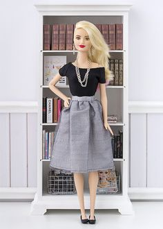 Barbie dress pattern (without pockets) Barbie dress pattern (with pockets) Lined dress for Barbie Lined dress for B. Barbie Hair, Barbie Life, Barbie Dream, Barbie World, Barbie And Ken, Sewing Barbie Clothes, Barbie Sewing Patterns, Doll Clothes, Barbie Wardrobe