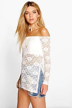 ¡Cómpralo ya!. Lexi Longline Lace Off The Shoulder Top. Steal the style top spot in a statement separate from the tops collectionCamis or crops, bandeaus or bralets, we've got all the trend-setting tops so you can stay statement in separates this season. Hit refresh on your jersey basics with pastel hues and pick a quirky kimono to give your ensemble that Eastern-inspired edge. Off the shoulder styles are oh-so-sweet, with slogans making your tee a talking point. , tophombrosdescubiertos…