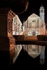Vista nocturna en Úbeda (Jaén). Merece la pena pernoctar aquí, no importan las razones.