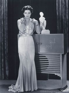 Google Image Result for http://www.cinemagraphe.com/_imagery/_kay_francis/kay-francis-standing.jpg