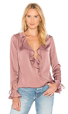L'Academie The Austen Blouse en malva Blush Satin Bluse, Beautiful Blouses, Feminine Style, Hijab Fashion, Blouse Designs, Clothes For Women, My Style, Womens Fashion, T Shirt