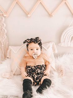 This super sweet set of brown and black Leopard print bummies and headband is great for babies and toddlers! It is stylish for your baby and makes a great gift that anyone can be proud to give to a lucky mom and baby. #cheetahbabyclothes #bohobaby #uniquekidsclothes #stylishkids #babyshowergifts