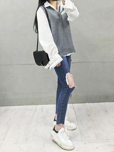 Here's Classy korean street fashion Cute Korean Fashion, Korean Fashion Trends, Korean Street Fashion, Korea Fashion, Cute Fashion, Asian Fashion, Fashion Looks, Fashion Outfits, Style Fashion