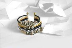 Le principe est simple : vous achetez le bracelet en photo ci-dessus mais les deux fermoirs peuvent se dévisser, ainsi, vous pouvez ajouter ou enlever chaque rangée de perles sel - 15371235