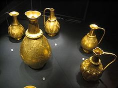 On July a significant hoard of twenty-three early medieval gold vessels was found in an iron chest by Neru Vuin, a Serb farmer, near the small Hungarian town of Nagy Szent-Miklós in northern Banat, in total weighing kg. Ancient Egyptian Art, Ancient Aliens, Ancient Greece, Mystery Photos, Golden Treasure, Anglo Saxon, Dark Ages, Ancient Artifacts, Brand Design