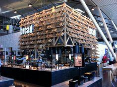 Bread kiosk @ Amsterdam airport Cafe Shop, Cafe Bar, Cafe Restaurant, Restaurant Design, Kiosk Design, Booth Design, Retail Design, Interior Design Business, Shop Interior Design