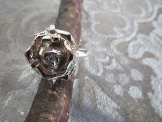Unikke håndlavet sølv ring via Fru Hera. Click on the image to see more!