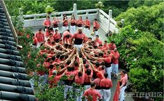 Catalan performers build human towers in Hangzhou (2) - People's Daily Online