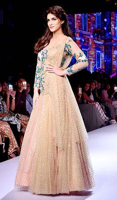 Kriti Sanon at the grand finale of Lakme Fashion Week Winter/Festive 2015. #Bollywood #LFW2015 #Fashion #Style #Beauty #Desi