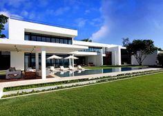 Hermosa Residencia en venta en Miami Beach  http://hogaresfrescos.blogspot.com/2012/09/hermosa-residencia-en-venta-en-miami.html