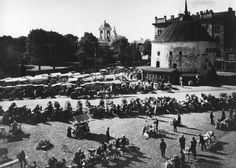 Viipurin pyöreä torni ja torikauppaa 1930-luvulla – Kuva: Yle Arkisto / Heinrich Iffland (1897–1944)