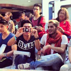 Bien payasos tomándonos foto. @PepeyTeo #andrewchristian #boysfactory