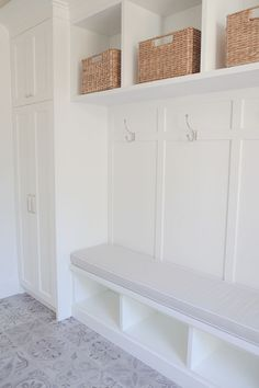 80 Modern Farmhouse Mudroom Entryway Ideas - Decorating Ideas - Home Decor Ideas and Tips Mudroom Laundry Room, Laundry Room Design, Bench Mudroom, Mudroom Cubbies, Mudroom In Closet, Cubby Bench, Utility Closet, Storage Bench Seating, Bench With Storage