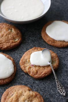 15 x lekkere recepten met rabarber Bakery Kitchen, Muffin, Cupcakes, Cookies, Breakfast, Desserts, Biscuits, Morning Coffee, Muffins