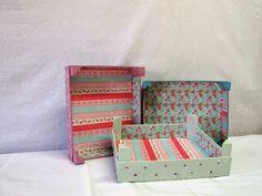 LaRoba: Cajas de fresas recicladas.