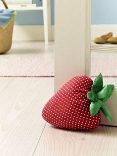 Deko mit Erdbeeren zum Selbermachen - Türstopper