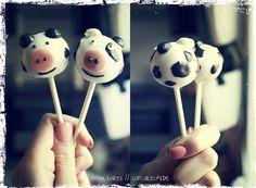 Moo Moo COW Cake Pops by niner bakes, via Flickr - #cow #cakepops #farm #animal cake pops