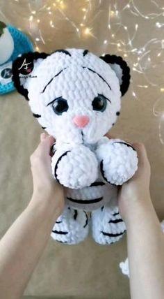 Crochet Animal Amigurumi, Crochet Baby Toys, Amigurumi Toys, Crochet Patterns Amigurumi, Crochet Animals, Crochet Dolls, Kawaii Crochet, Cute Crochet, Crochet Crafts