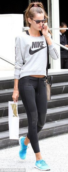 Fitness Outfits |Victoria's Secret model Izabel Goulart in workout clothes
