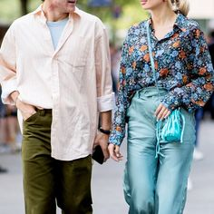 "What Is ""Benching""? We Asked an Expert to Break Down This Aspect of Dating Love Dating, Dating Tips, Blue Trousers, Floral Blouse, Bucket Bag, Girlfriends, Kimono Top, Bench, Blazer"