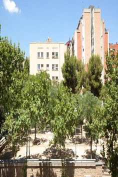 Alcudia apartment is located on the outskirts of Barcelona, mi from Plaza Catalunya and Ramblas. Public Transport, Monuments, Old Town, Walks, Beautiful Places, Barcelona, Spain, Multi Story Building, Shops