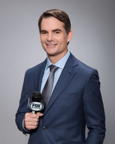 Jeff Gordon talks about new TV gig in new interview and completes first Fox Sports Photoshoot as a NASCAR announcer https://racingnews.co/2016/01/05/jeff-gordon-tv-interview-nascar/ #jeffgordon