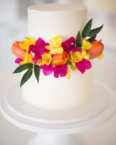 Buttercream cake with tropical flowers