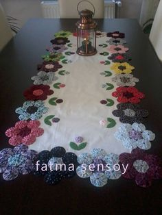 new Ideas for sewing projects small table runners Table Runner And Placemats, Quilted Table Runners, Fabric Crafts, Sewing Crafts, Diy Crafts, Quilting Projects, Sewing Projects, Quilt Patterns, Sewing Patterns