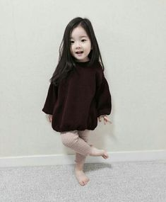 5 Cute Korean Outfits That You Must Have In Your Wardrobe Cute Asian Babies, Korean Babies, Cute Babies, Fashion Kids, Baby Girl Fashion, Fashion Fashion, Ulzzang Kids, Korean Ulzzang, Clothing Size Chart