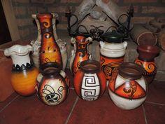 jarrones pintados a mano ile ilgili görsel sonucu African Crafts, African Art, Flower Pot Crafts, Flower Pots, Paper Mache Clay, African Paintings, Vase Shapes, Decorated Jars, Gourd Art