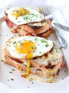 Croque Madame is a fancy ham and cheese grilled sandwich, topped with a fried egg, and smothered in creamy bechamel sauce. Take away the fried egg and this sandwich is known as a Croque Monsieur. Brunch Recipes, Breakfast Recipes, Breakfast Sandwiches, Breakfast Desayunos, Breakfast Ideas, Cooking Recipes, Healthy Recipes, French Food Recipes, Bacon