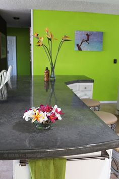 diy concrete counter tops http://www.apartmenttherapy.com/pouring-your-own-concrete-coun-73544