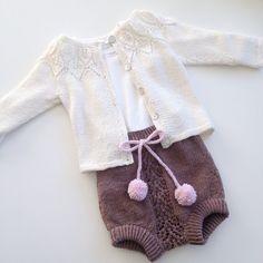 En bleiebukse fra Sandnes og den fine Bellajakken A diaper cover with the beautiful Bella jacket #strikking #strikkedilla #strikkeglede #strikkelykke #strikkeshorts #strikktilbaby #sandnesgarn #babymerino #dropsfan #bella #bellajacket #iknit #instaknit #i_loveknitting #iloveknitting #instastrikk #nevernotknitting #knitting #knitaholic #knitforbaby #knitforgirl #knitstagram #knitaddicted #knitinspo123 #knittersofinstagram #jentestrikk #alpakkasilke #babystrikk #babyknit #babystrikpåpinde3