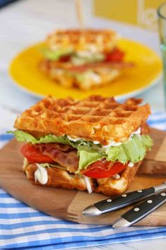 Club Sandwich Recipes, Bacon, Easy Snacks, Hamburger, Smoothies, Sandwiches, Food And Drink, Eat, Cooking