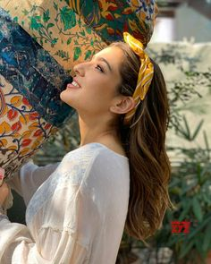 gives weekend hair goals! Indian Celebrities, Bollywood Celebrities, Bollywood Fashion, Bollywood Actress, Sara Beauty, Weekend Hair, Deepika Ranveer, Sara Ali Khan, Cute Girl Photo