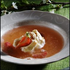Rabarbrasuppe med myke marengstopper Thai Red Curry, Ethnic Recipes, Food, Essen, Meals, Yemek, Eten
