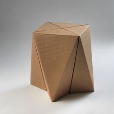 Gruba- Banquito Uno - Una pieza de cartón corrugado plegado - Origami Furniture, Cardboard Furniture, Modular Furniture, Cardboard Design, Diy Cardboard, Sofa Design, Furniture Design, Folding Architecture, Carton Design