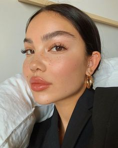 How To Get A Soft Glam Makeup Look How To Get A Soft Glam Makeup Look,makeup. Stylish makeup look with soft orange color Glam Makeup Look, Glowy Makeup, Soft Makeup, Natural Makeup Looks, Cute Makeup, Simple Makeup, Hair Makeup, Prom Makeup, No Makeup Looks