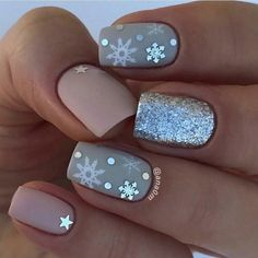 christmas nails Easy Christmas Nail Art Designs for Short Nails - Snowflakes Diy Christmas Nail Art, Christmas Nail Art Designs, Winter Nail Designs, Winter Nail Art, Winter Nails, Spring Nails, Christmas Ideas, Disney Christmas Nails, Christmas Parties