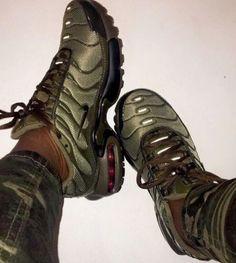 Follow @SlayinQueens for more poppin pins ❤️⚡️✨ Linha De Roupas, Roupa Desportiva, Sapatilhas, Sapatos, Tênis Bonitos, Sapatos Fofos, Saltos De Sapatos, Botas E Sapatos, Calçados Adidas, Salto Alto, Sapatos Fashion, Roupas Bonitas, Sapatos Sandálias, Trekking, Calcanhar, Vestir-se