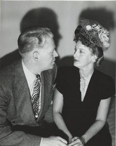 Original, vintage candid snap of Jeanette and Nelson on April 22, 1945 when she was his guest on The Electric Hour. Quite an intimate situation here, in serious eye to eye contact. - ESCANO COLLECTION