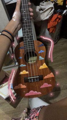 Guitar Painting, Guitar Art, Cool Guitar, Acoustic Guitar, Arte Do Ukulele, Ukulele Songs, Siper Man, Painted Ukulele, Mundo Musical