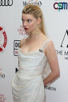 A community for fans of actress & model Anya Taylor-joy. Anya Taylor Joy Split, Joy Taylor, Pretty People, Beautiful People, Anya Joy, Celebrity Stars, Actrices Hollywood, Iconic Women, Celebs