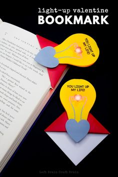 Easy Corner Bookmarks for Boys. Fun Bookmark Designs that boys will love. From Minecraft, to Sponge Bob to Flag Bookmarks and more. Paper Crafts for Boys! Origami Bookmark Corner, Bookmark Craft, Corner Bookmarks, Bookmark Ideas, Paper Bookmarks, Bookmarks Kids, Paper Crafts For Kids, Easy Crafts For Kids, Adult Crafts
