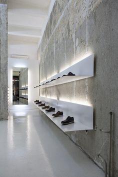 Retail Lighting La Scarpa, Sofia, simple white shelves and lights to display shoes. Design Shop, Shoe Store Design, Retail Store Design, Shoe Shop, Retail Stores, Shoe Stores, Display Design, Retail Interior Design, Showroom Design