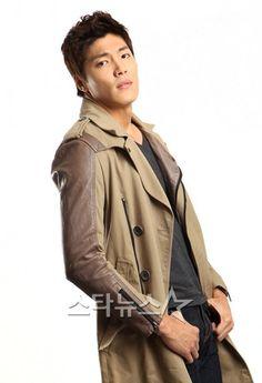 Lee Jae Yoon, Sagittarius, Raincoat, Korea, City, Rain Jacket, Cities, Korean
